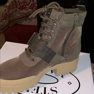 Grady olive Multi boots!!!!